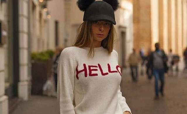 Must have autunno-inverno 2017/2018? Il maglione colorato con scritta